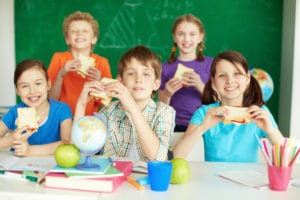 students with school lunches